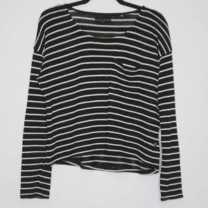 Knitted Pullover w Front Pocket